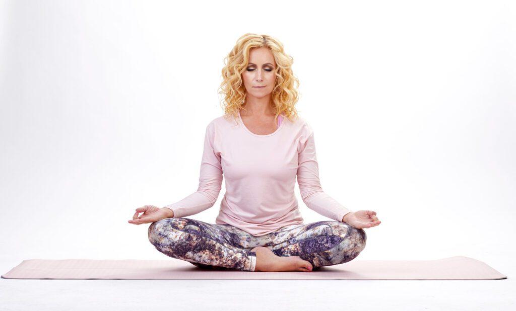Annette Lefterow mediterar